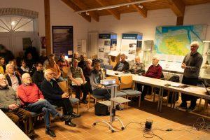 Herbsttreffen im Nationalparkhaus Dangast 2019, Arndt Meyer-Vosgerau moderiert. Foto: H.Behrends