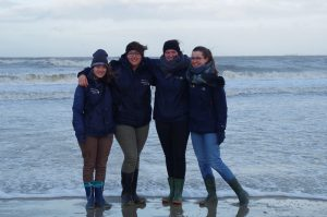 von links: Elisabeth Mehler, Hannaj Zanolli, Lea Vilchez und Hannah Wittmaack - Foto: Nationalpark-Haus Wangerooge/Derya Seifert